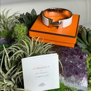 Authentic Hermès H PM Bracelet with box and book